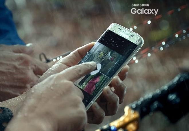 Samsung he lo kha nang chong nuoc cua Galaxy S7 hinh anh