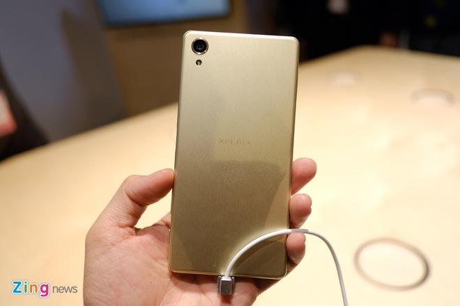 Can canh Sony Xperia X va XA vua ra mat hinh anh 2