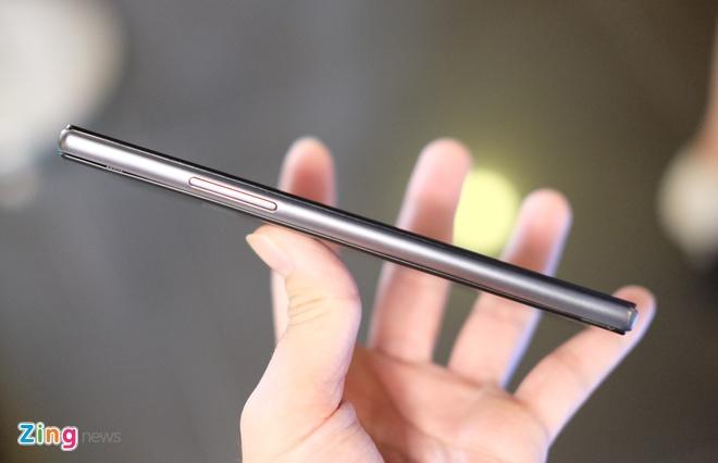 Philips gioi thieu 2 smartphone man hinh bao ve mat o VN hinh anh 4