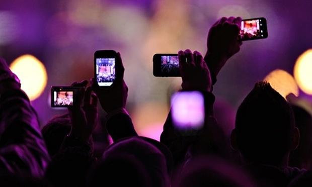 Live video tren Facebook kho giet chet YouTube, truyen hinh hinh anh