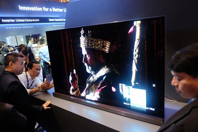 Smart TV gia duoi 10 trieu va TV 4K HDR ruc rich mua Euro hinh anh