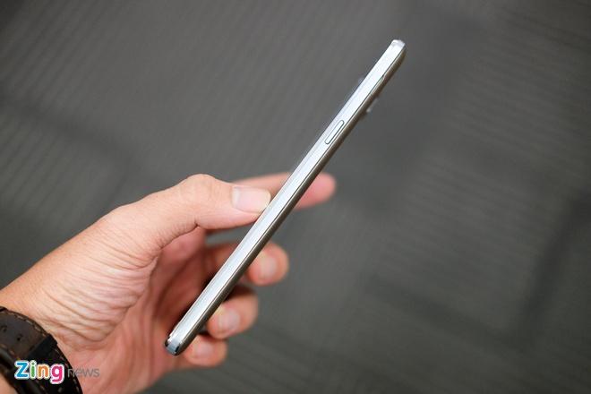 Anh Galaxy On7 camera 13 MP gia 3,9 trieu dong vua len ke hinh anh 9