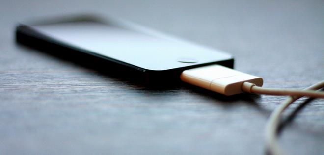 Smartphone dang sac co the bi hack hinh anh 1