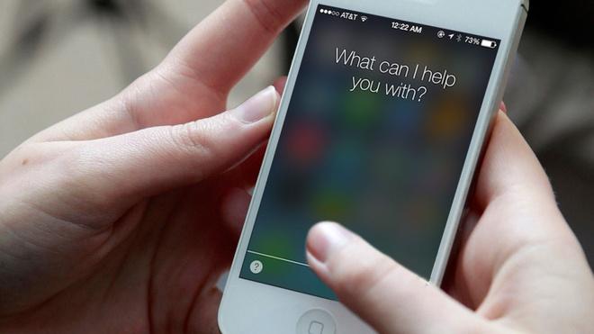 Siri tren iPhone giup cuu song be gai hinh anh