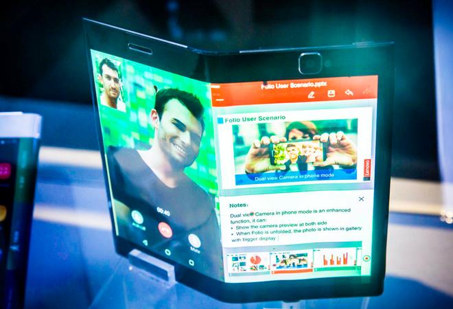 Lenovo gioi thieu nguyen mau smartphone uon deo hinh anh 5