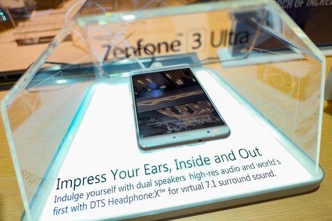Anh thuc te Zenfone 3 Ultra man hinh lon sap ban o Viet Nam hinh anh