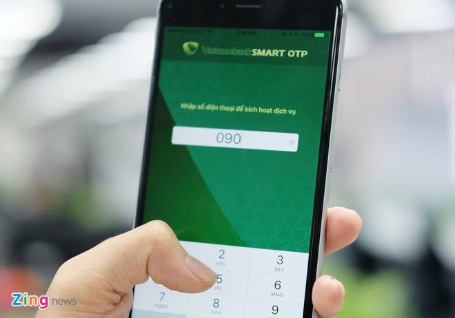 Vietcombank cap nhat ung dung SmartOTP sau vu mat 500 trieu hinh anh