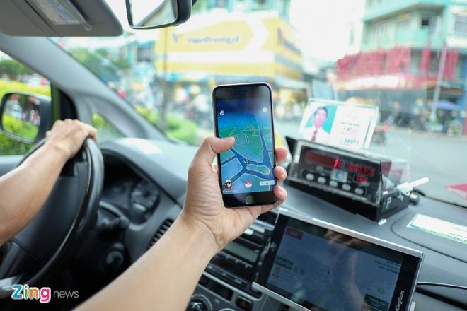 Xe om, taxi dat khach nho Pokemon Go o Viet Nam hinh anh 1