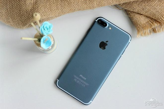Anh iPhone 7 Pro bat nguon sang man hinh, vo mau moi hinh anh 1