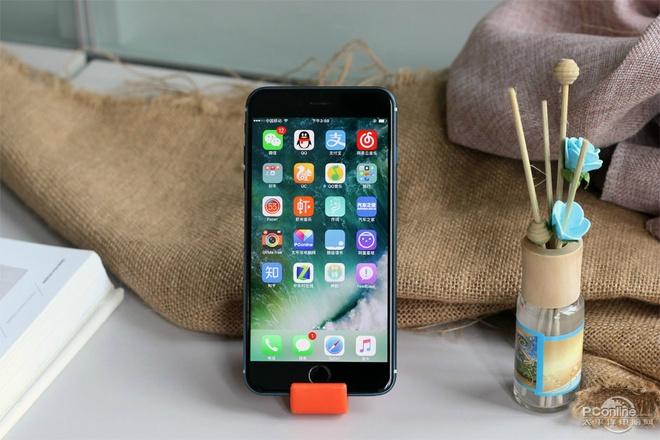 Anh iPhone 7 Pro bat nguon sang man hinh, vo mau moi hinh anh