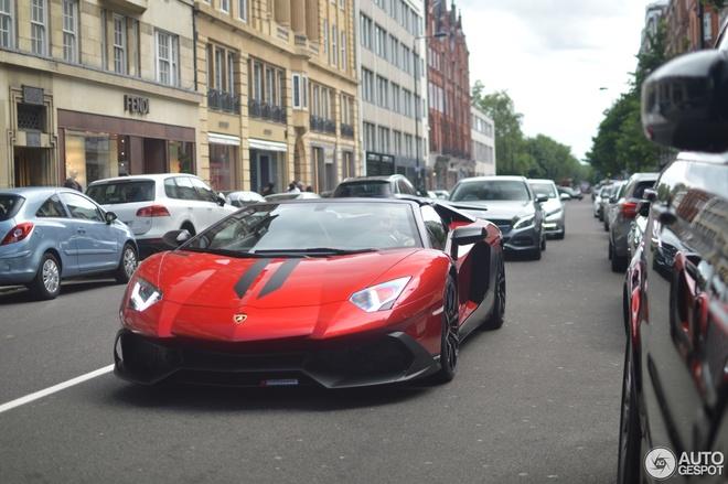 Sieu xe Lamborghini Aventador ban hiem xuat hien o London hinh anh 4