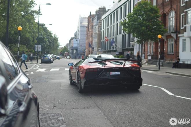 Sieu xe Lamborghini Aventador ban hiem xuat hien o London hinh anh 6