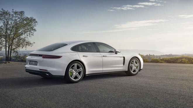 Loat anh Porsche Panamera 4 E-Hybrid vua ra mat hinh anh 3