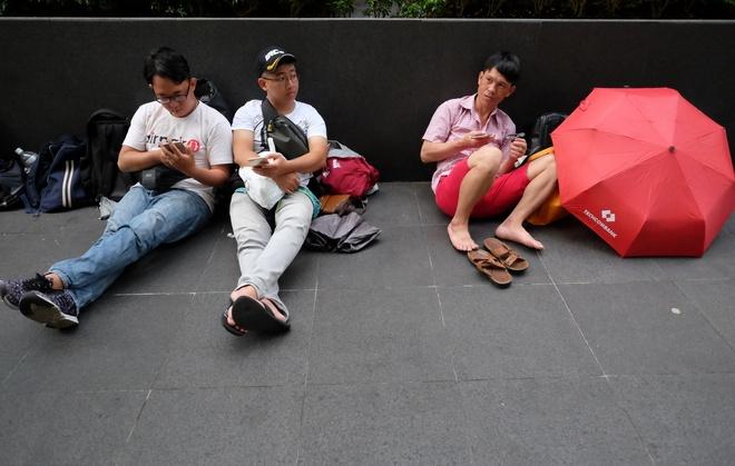 Mua iPhone 7 o Singapore: Tranh cai va bi giai tan hinh anh