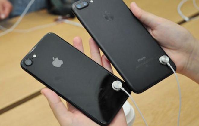 Xong vao cua hang cuop 19 chiec iPhone trong 1 phut 30 giay hinh anh