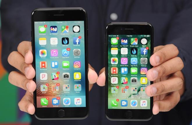 iPhone 7 Jet Black chua len ke da chay hang o Viet Nam hinh anh