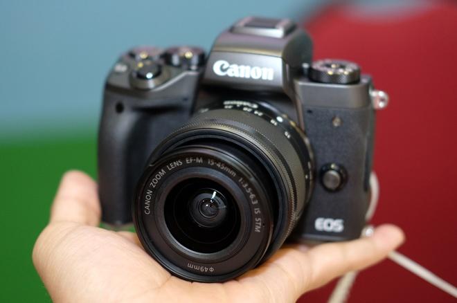 May anh khong guong lat Canon EOS M5 ve Viet Nam hinh anh 1