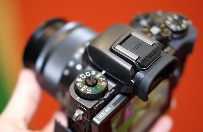 May anh khong guong lat Canon EOS M5 ve Viet Nam hinh anh 10