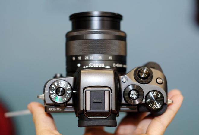 May anh khong guong lat Canon EOS M5 ve Viet Nam hinh anh 2