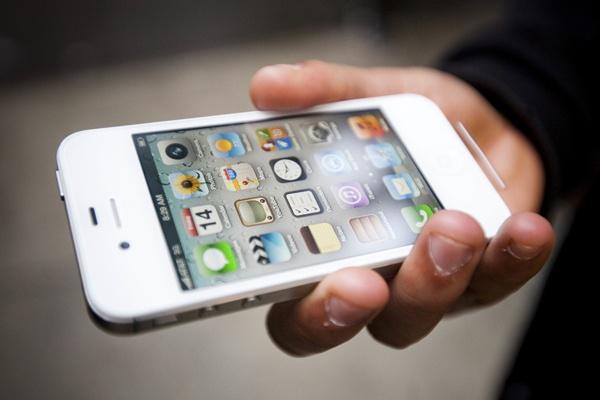 Tran lan iPhone 4 gia 450.000 dong tai Viet Nam hinh anh