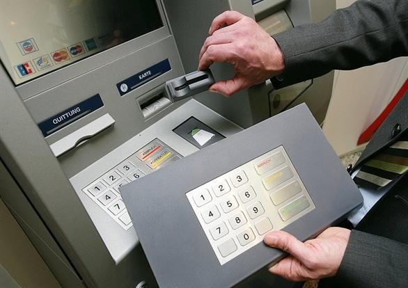 Lat tay chieu tro danh cap tien tu ATM o TP.HCM hinh anh 2