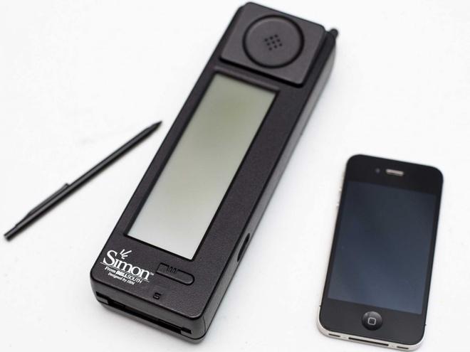 Smartphone dau tien cua the gioi trong ra sao hinh anh