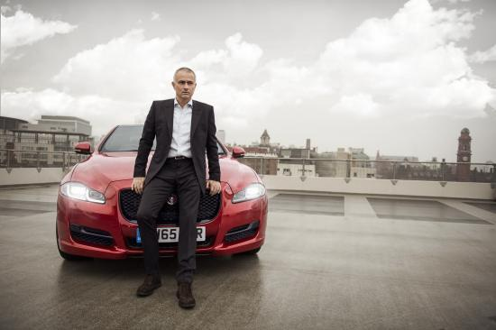 Mourinho dung thu Jaguar XJ hinh anh
