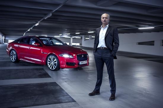 Mourinho quay pha voi xe Jaguar anh 1