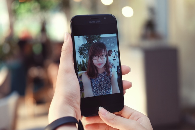 Samsung Galaxy A7: Bom tan gia mem hinh anh