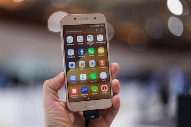 Galaxy A3 2017 len ke o Viet Nam, gia 6,49 trieu dong hinh anh
