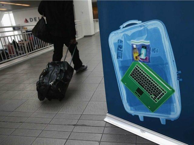 Khung bo tao ra 'bom laptop' qua mat an ninh san bay hinh anh
