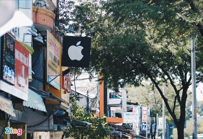 Logo Apple, iPhone tran ngap pho di dong Sai Gon hinh anh 8