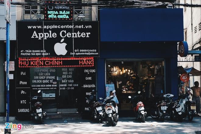Logo Apple, iPhone tran ngap pho di dong Sai Gon hinh anh 2