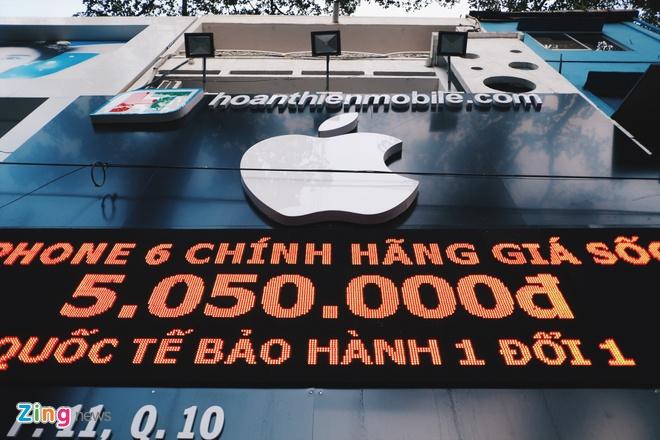 Logo Apple, iPhone tran ngap pho di dong Sai Gon hinh anh 15