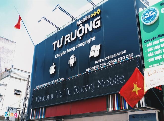 Logo Apple, iPhone tran ngap pho di dong Sai Gon hinh anh 9