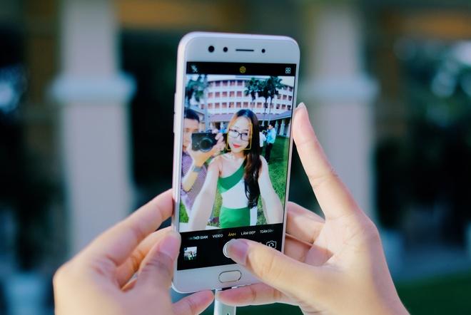 Anh thuc te Oppo F3 camera selfie kep gia 7,5 trieu vua ra mat hinh anh