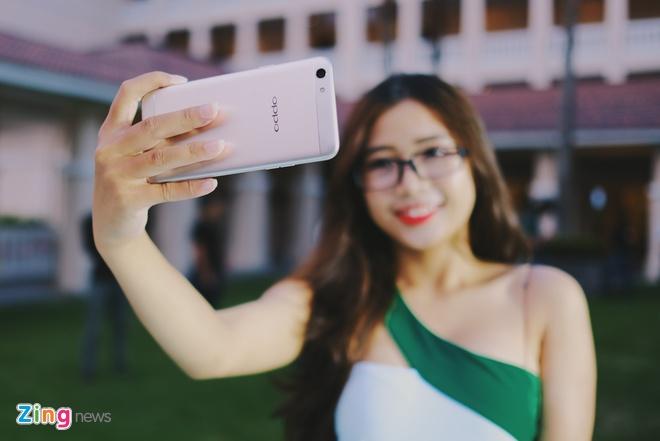 Anh thuc te Oppo F3 camera selfie kep gia 7,5 trieu vua ra mat hinh anh 3