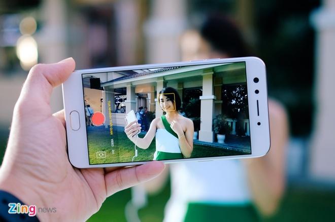 Anh thuc te Oppo F3 camera selfie kep gia 7,5 trieu vua ra mat hinh anh 7