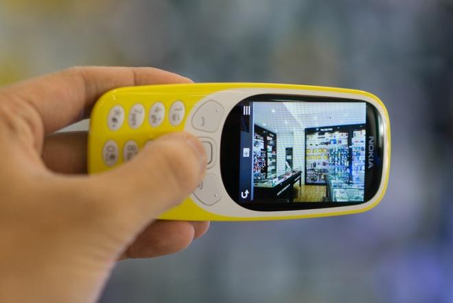 Mo hop Nokia 3310 gia hon mot trieu dong vua ban o Viet Nam hinh anh 8