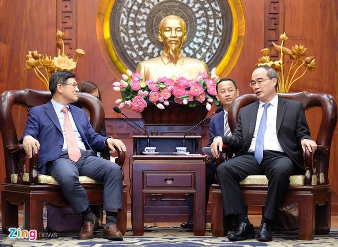 Bi thu TP.HCM: Can them doanh nghiep Viet san xuat cho Samsung hinh anh 1