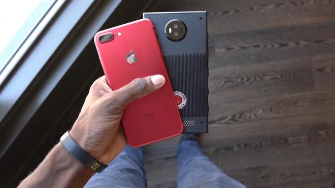 Smartphone den tu tuong lai, gia cao hon iPhone 7 hinh anh