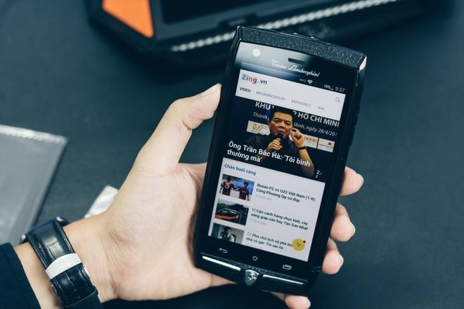 Smartphone Lamborghini cau hinh ngang Bphone gia 100 trieu o VN hinh anh 10