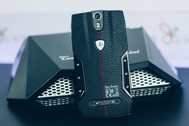 Smartphone Lamborghini cau hinh ngang Bphone gia 100 trieu o VN hinh anh 2