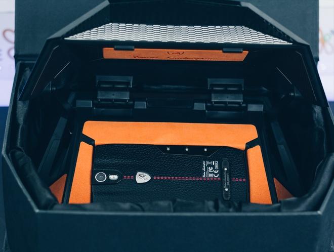 Smartphone Lamborghini cau hinh ngang Bphone gia 100 trieu o VN hinh anh 1
