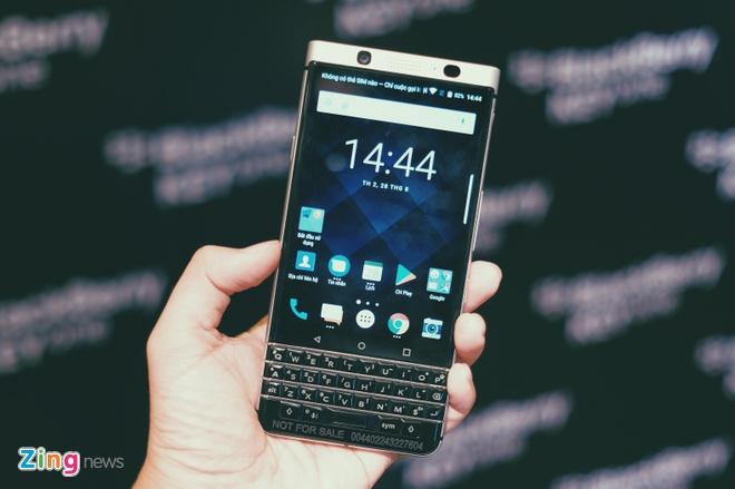 BlackBerry KeyOne chinh hang gia 15 trieu tai Viet Nam hinh anh
