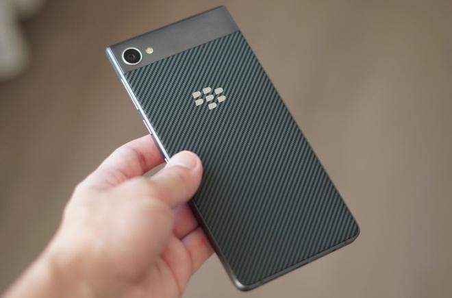 BlackBerry tung smartphone chong nuoc dau tien hinh anh 1