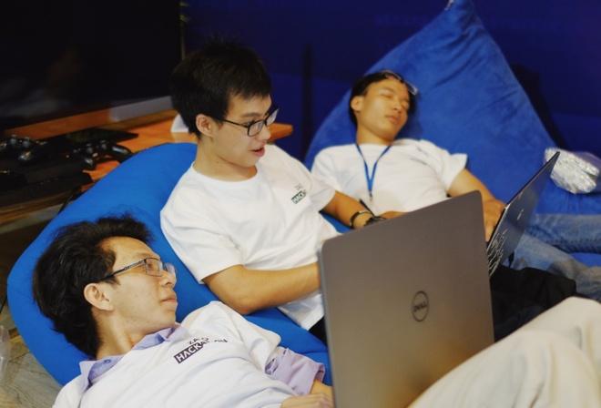 Thi sinh Zalo Hackathon 'code xuyen dem' de kip ve dich hinh anh