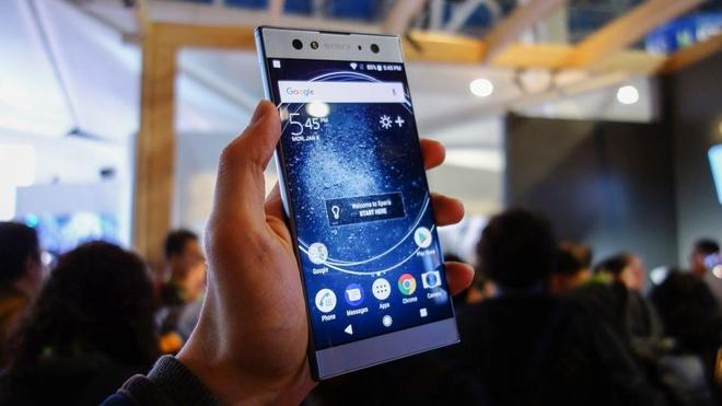Loat smartphone vua trinh lang dau 2018 hinh anh