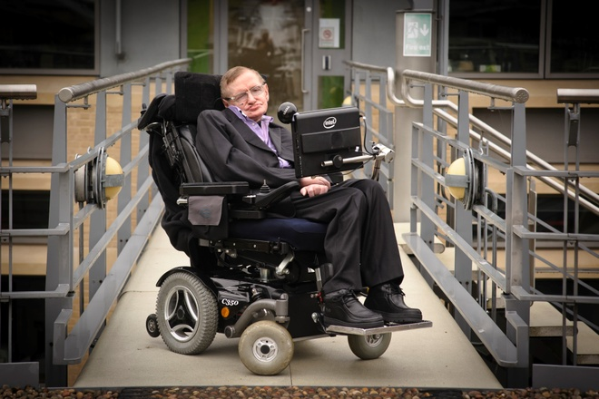 Co may cua 'ong gia thong minh nhat the gioi' Stephen Hawking hinh anh