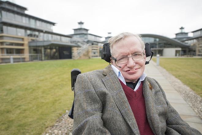 Stephen Hawking: Hay hop nhat va tro thanh cong dan toan cau hinh anh